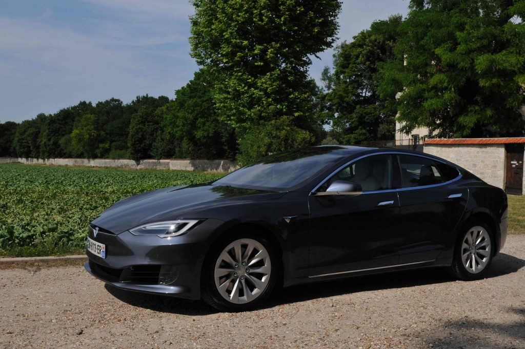 Tesla-EV-Premium-Drive-Chauffeur-VTC-Enghien-Les-Bains